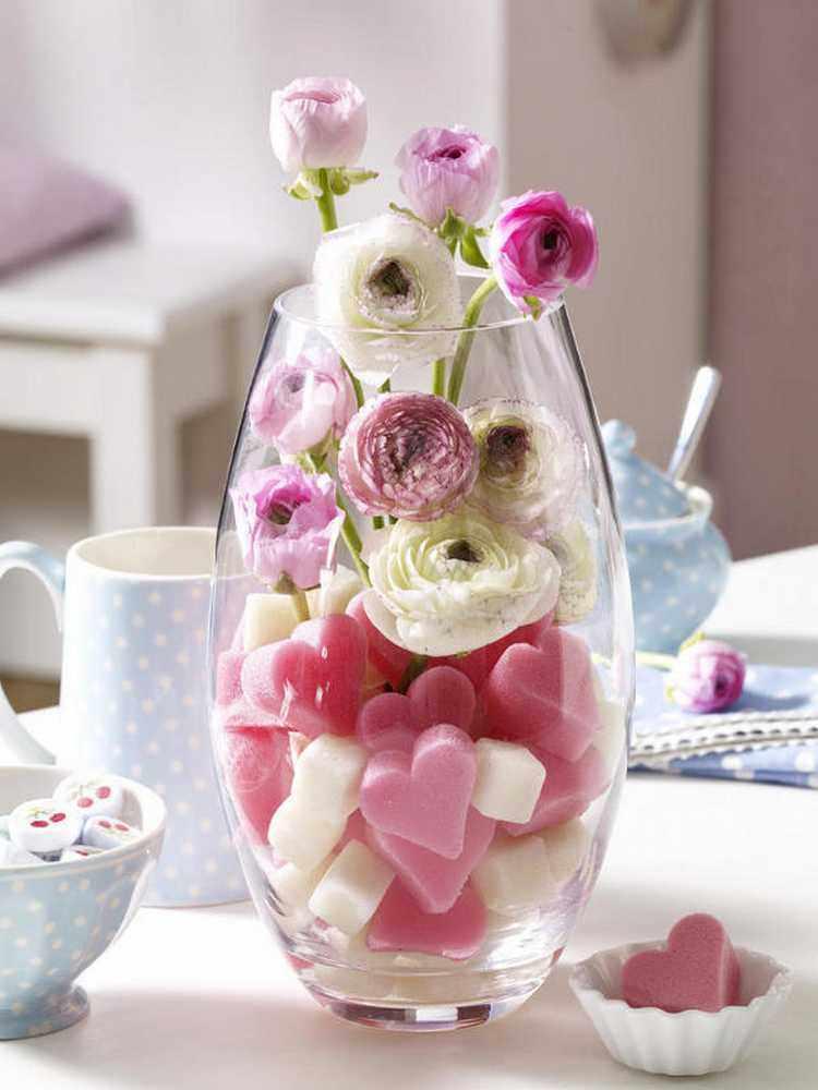 flores en jarrones de cristal