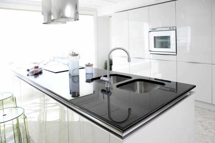 Tipos de encimeras para cocina cual es mejor y porque for Encimeras granito leroy merlin