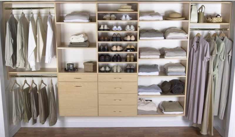 como organizar un armario empotrado