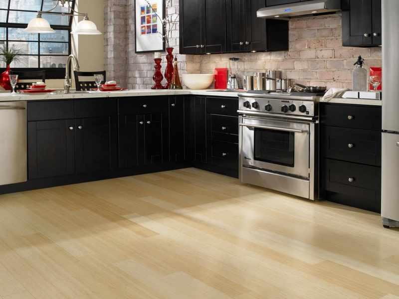 qu suelo de madera escoger para la cocina y el bao with suelos laminados de madera