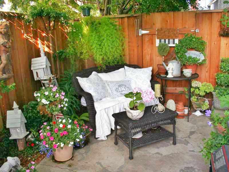 Como decorar un patio peque o interior rustico con macetas fotos - Como decorar un patio pequeno interior ...